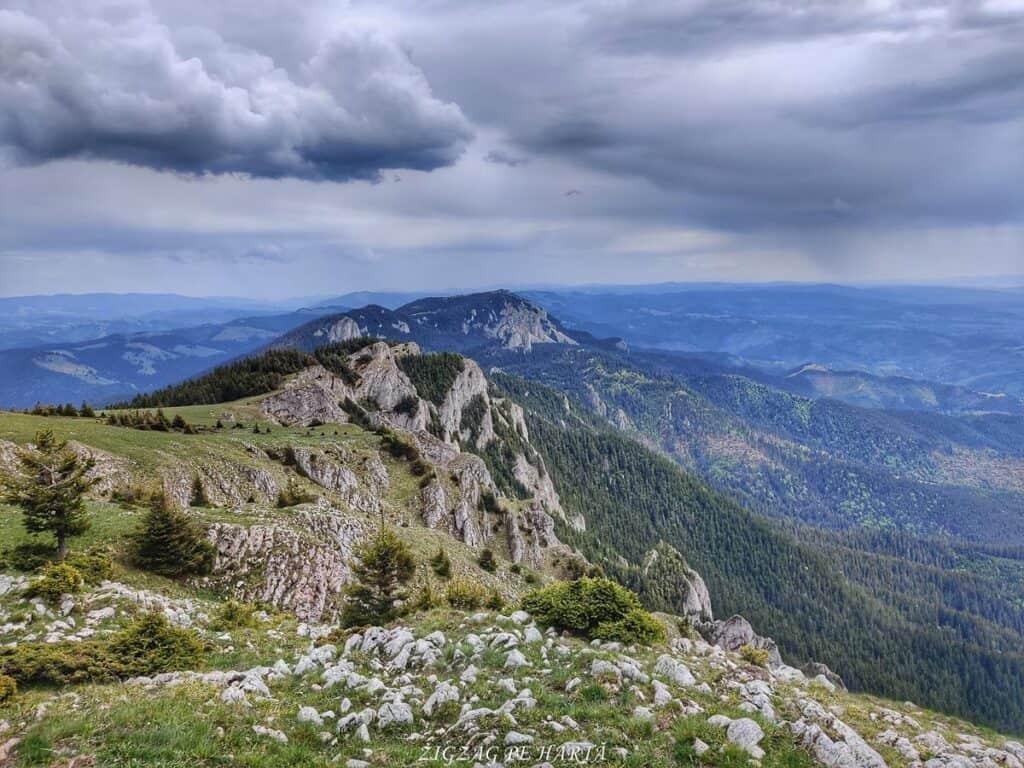 Vârful Hășmașul Mare (1792 metri) și Piatra Singuratică (1504 metri) - Blog de calatorii - ZIGZAG PE HARTĂ - 102391619 2700316510289179 2996044548186198331 o 1