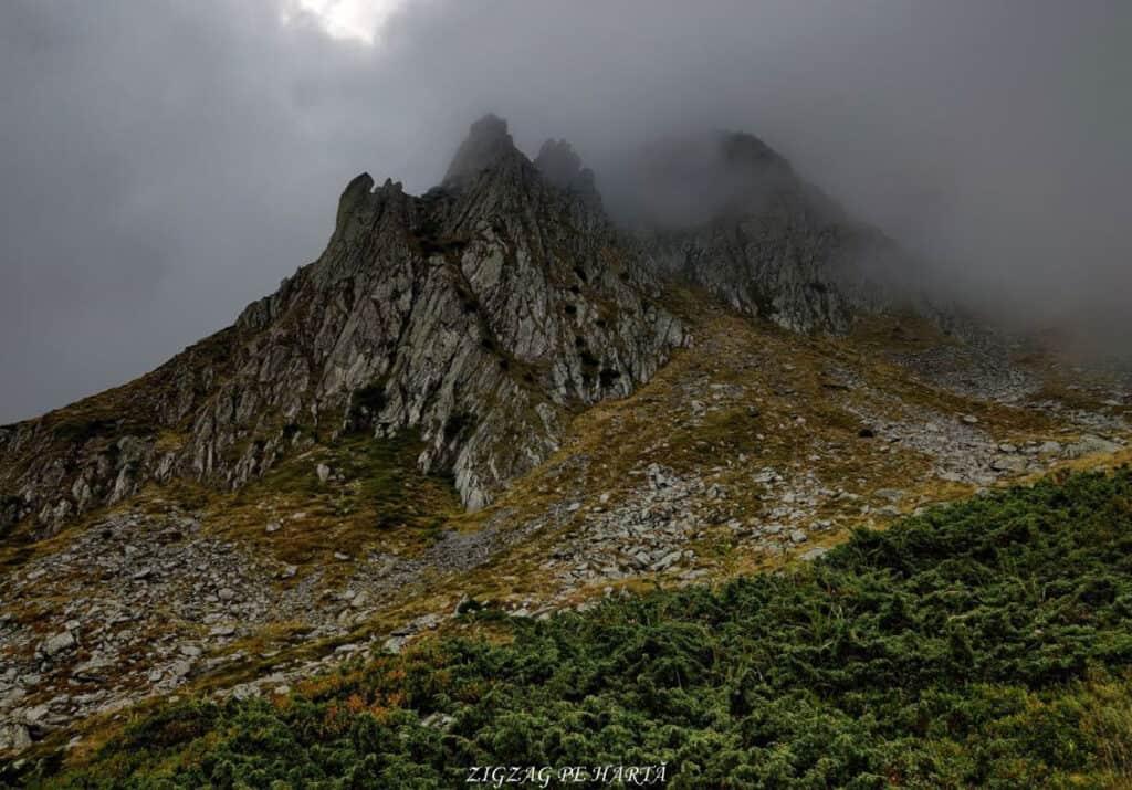 Vârful Dara (2500m) și Vârful Hârtopul Darei (2504m) - Blog de calatorii - ZIGZAG PE HARTĂ - 25917 101453 33