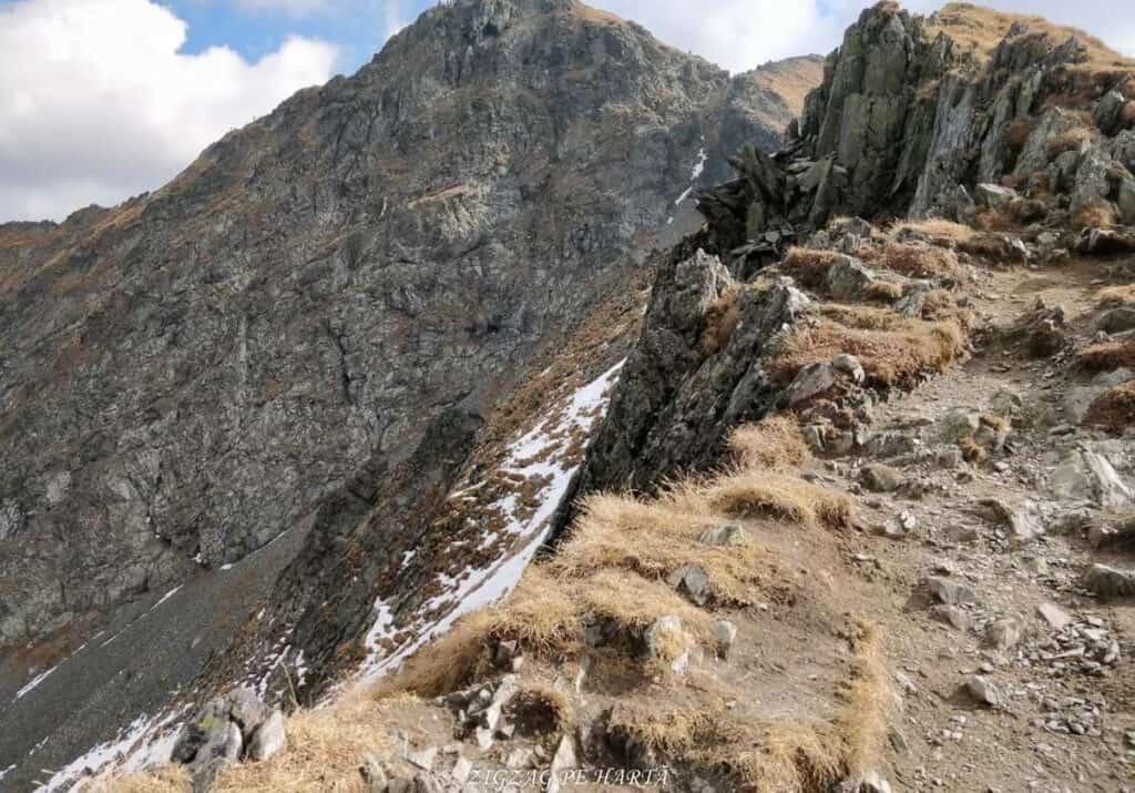 Vânătarea lui Buteanu 2507metri - Blog de calatorii - ZIGZAG PE HARTĂ - 25917 97691 12