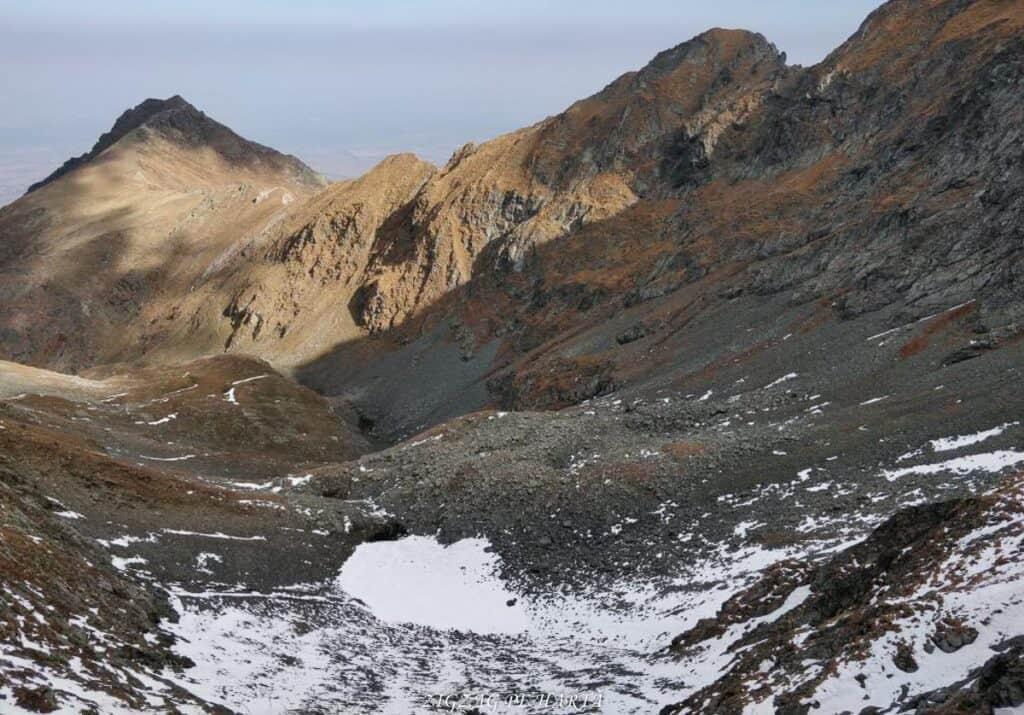 Vânătarea lui Buteanu 2507metri - Blog de calatorii - ZIGZAG PE HARTĂ - 25917 97691 13