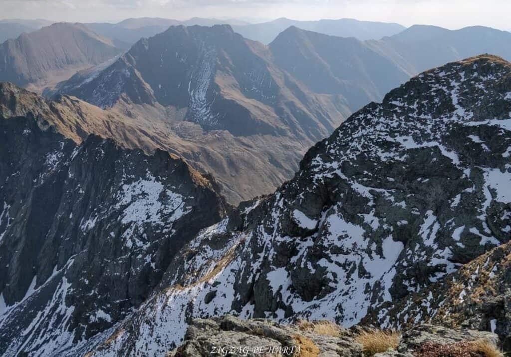 Vânătarea lui Buteanu 2507metri - Blog de calatorii - ZIGZAG PE HARTĂ - 25917 97691 2
