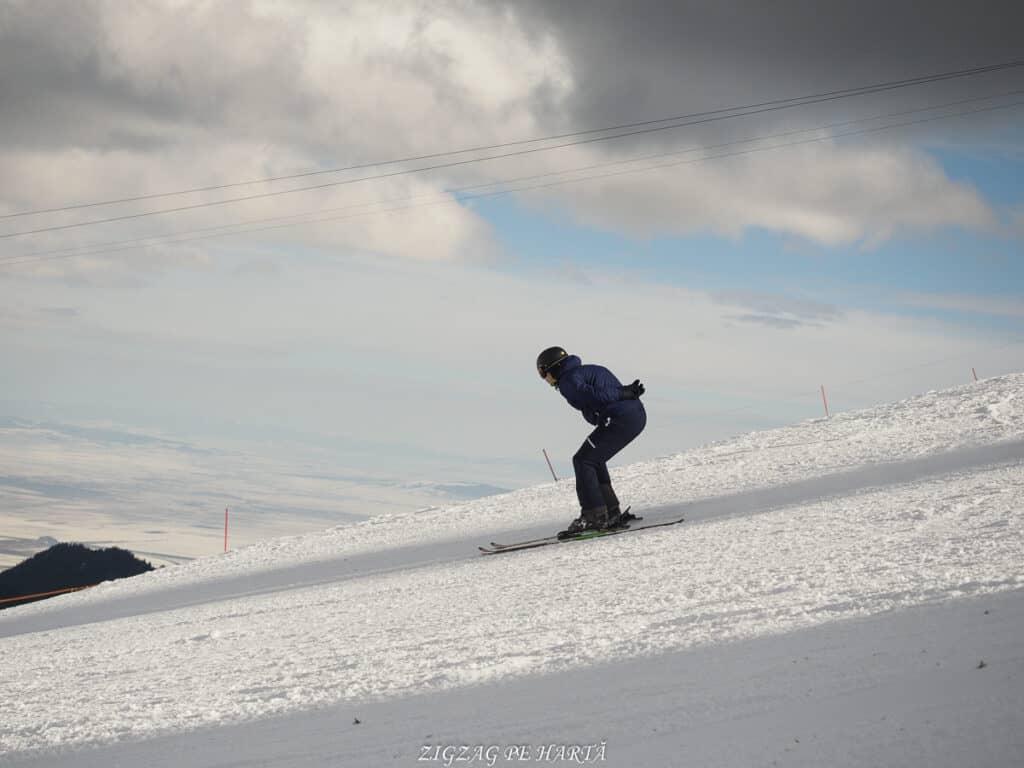 Domeniul schiabil Poiana Brașov, schi în trei zile - Blog de calatorii - ZIGZAG PE HARTĂ - ADL90555