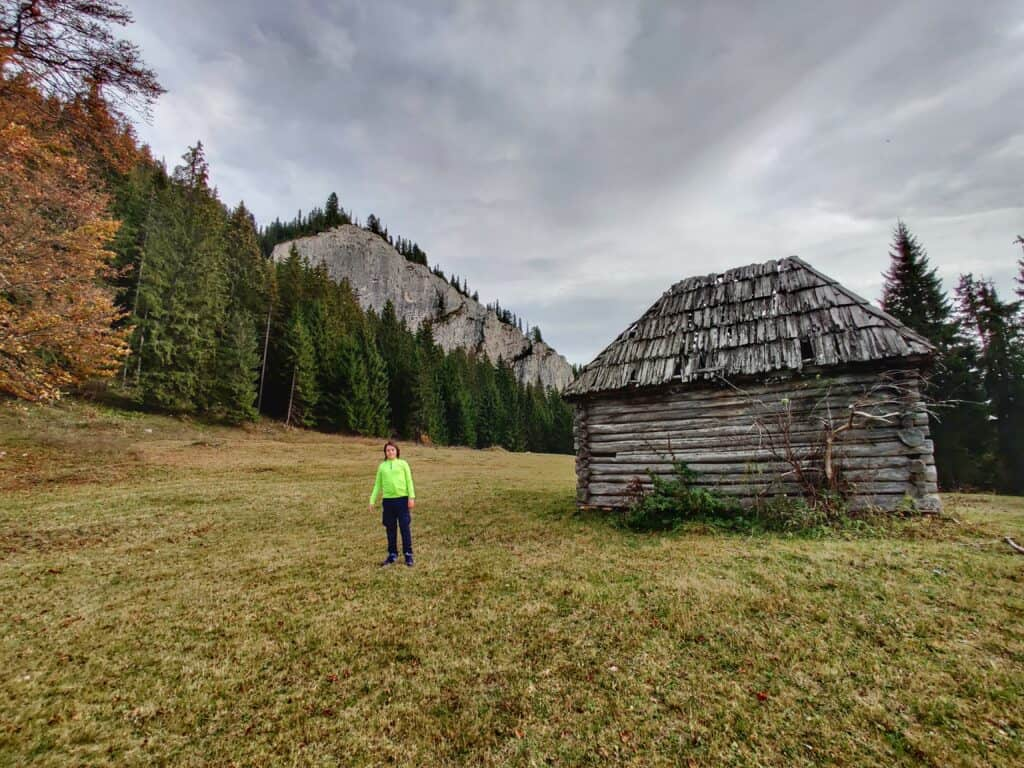 """Vârful Piatra Ghilcoș (1376 metri) din Lacul Roșu - Traseul """"Belvedere Ghilcoș"""" - Blog de calatorii - ZIGZAG PE HARTĂ - IMG 20201024 141536 01 1"""