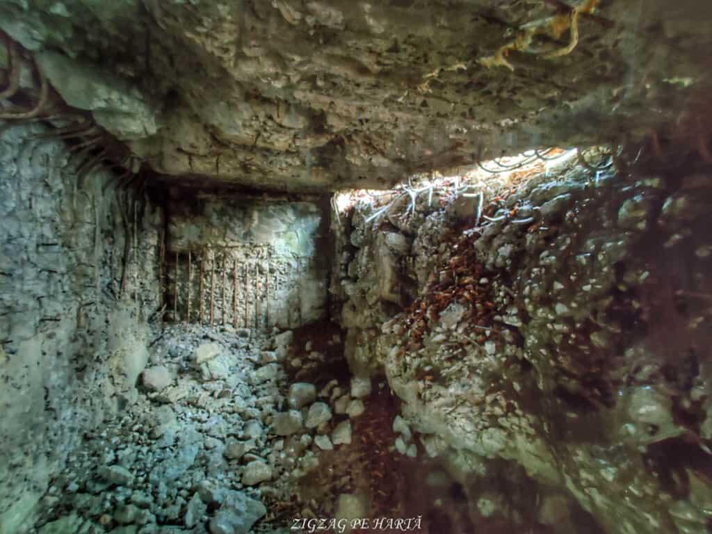 Cazemate, tranșee, cuiburi de mitraliere și alte rămășițe din Al Doilea Razboi Mondial - Blog de calatorii - ZIGZAG PE HARTĂ - IMG 20210109 115909 01