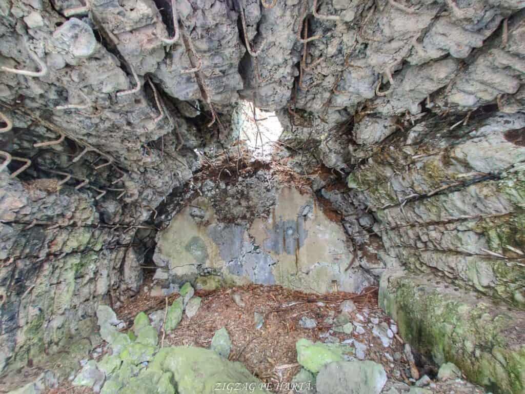 Cazemate, tranșee, cuiburi de mitraliere și alte rămășițe din Al Doilea Razboi Mondial - Blog de calatorii - ZIGZAG PE HARTĂ - IMG 20210109 123829 01