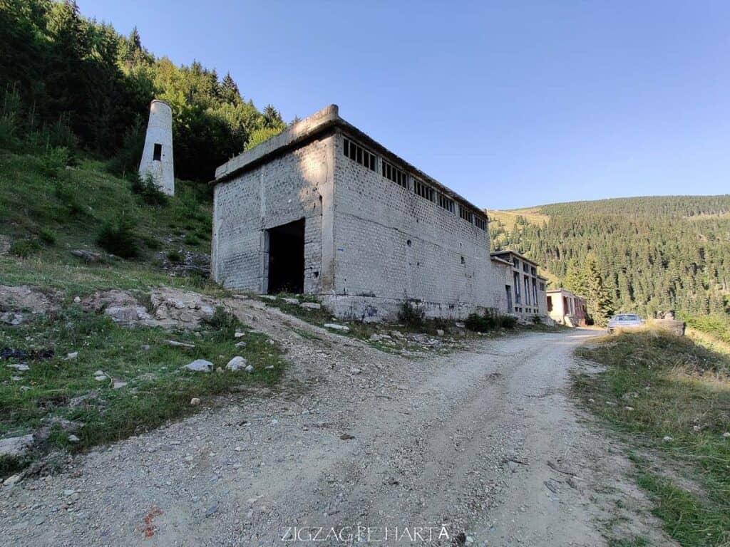 Vârful Cobășel (1835m) și Vârful Roșu (2113m) - Blog de calatorii - ZIGZAG PE HARTĂ - 25917 101655 1