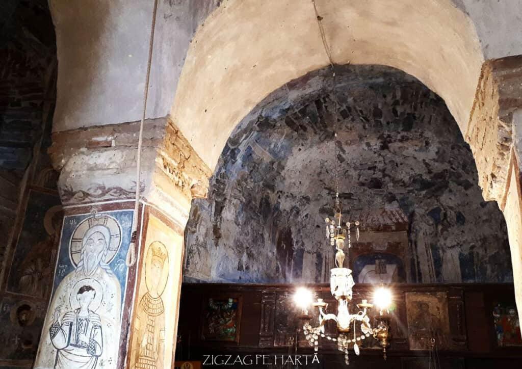 """Biserica """"Sfântul Nicolae"""" din Densuș - Blog de calatorii - ZIGZAG PE HARTĂ - 25917 96829 13"""