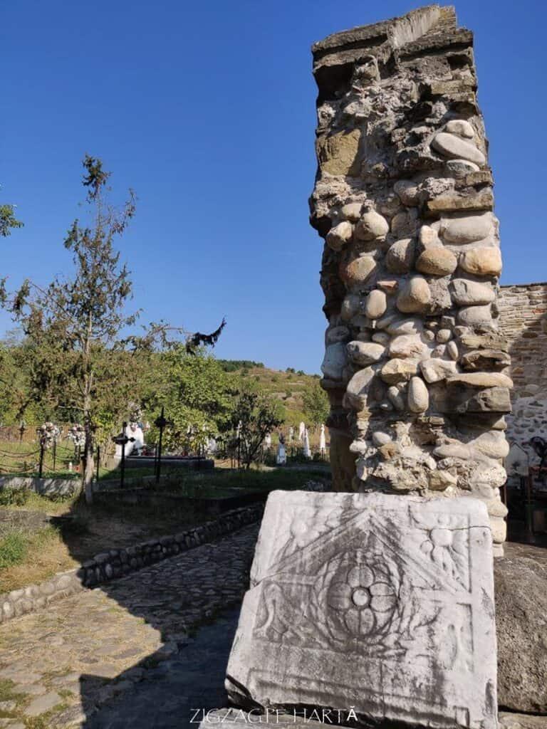 """Biserica """"Sfântul Nicolae"""" din Densuș - Blog de calatorii - ZIGZAG PE HARTĂ - IMG 20190915 102516"""