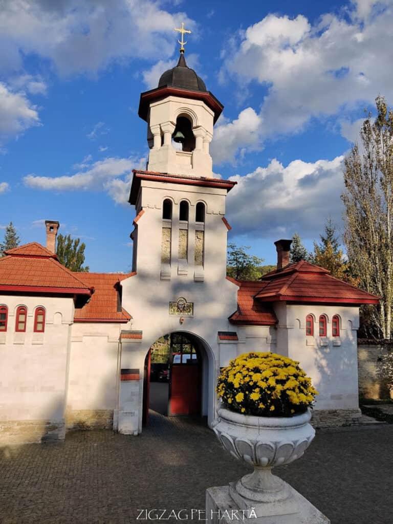 Complexul monastic Curchi din Orhei, Republica Moldova - Blog de calatorii - ZIGZAG PE HARTĂ - IMG 20191011 164026