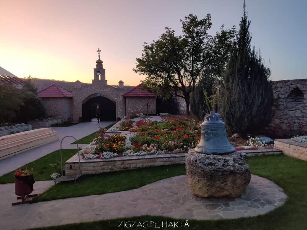 Orheiul Vechi, Mănăstirea rupestră Peștera, Mănăstirea Sfânta Maria din Republica Moldova - Blog de calatorii - ZIGZAG PE HARTĂ - IMG 20191011 183953