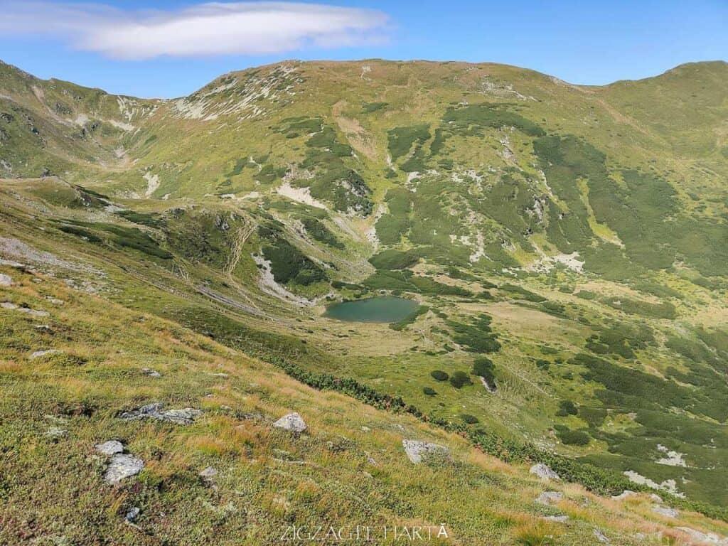 Circuit Vârful Ineuț (2.222m), Vârful Ineu (2.278m), Lacul Lala Mică (1.900m) și Lacul Lala Mare (1.815m) - Blog de calatorii - ZIGZAG PE HARTĂ - IMG 20200829 123706