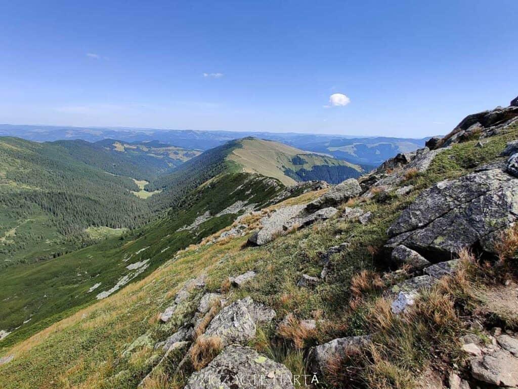 Circuit Vârful Ineuț (2.222m), Vârful Ineu (2.278m), Lacul Lala Mică (1.900m) și Lacul Lala Mare (1.815m) - Blog de calatorii - ZIGZAG PE HARTĂ - IMG 20200829 123748