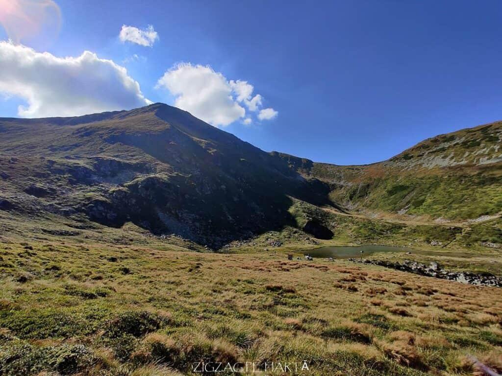 Circuit Vârful Ineuț (2.222m), Vârful Ineu (2.278m), Lacul Lala Mică (1.900m) și Lacul Lala Mare (1.815m) - Blog de calatorii - ZIGZAG PE HARTĂ - IMG 20200829 162527