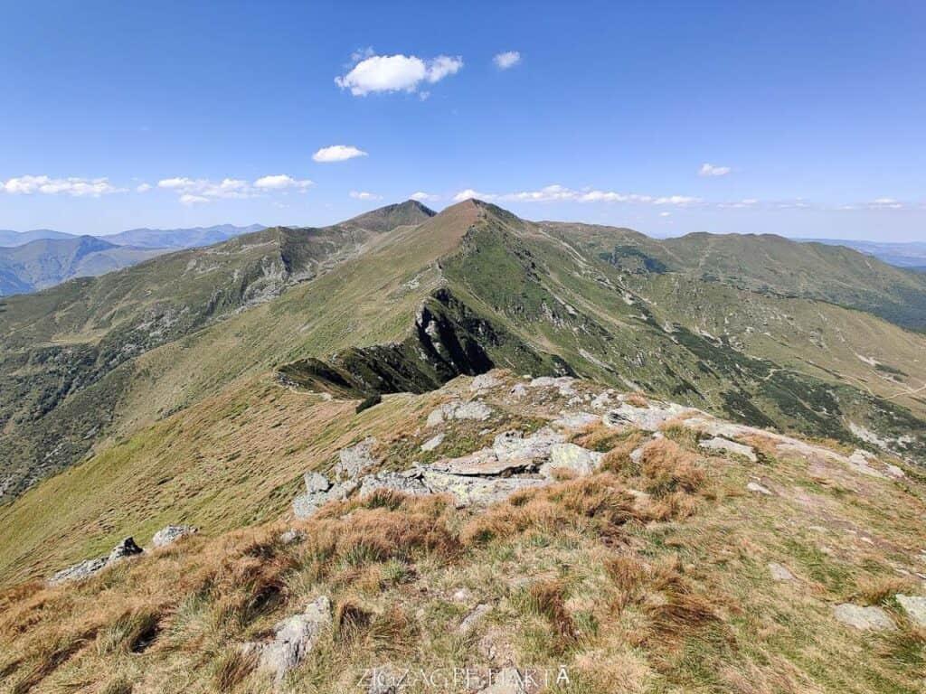 Vârful Cobășel (1835m) și Vârful Roșu (2113m) - Blog de calatorii - ZIGZAG PE HARTĂ - IMG 20200830 141344