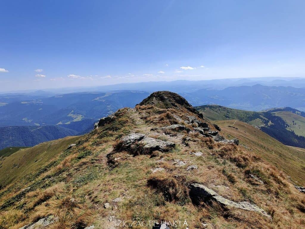 Vârful Cobășel (1835m) și Vârful Roșu (2113m) - Blog de calatorii - ZIGZAG PE HARTĂ - IMG 20200830 141401