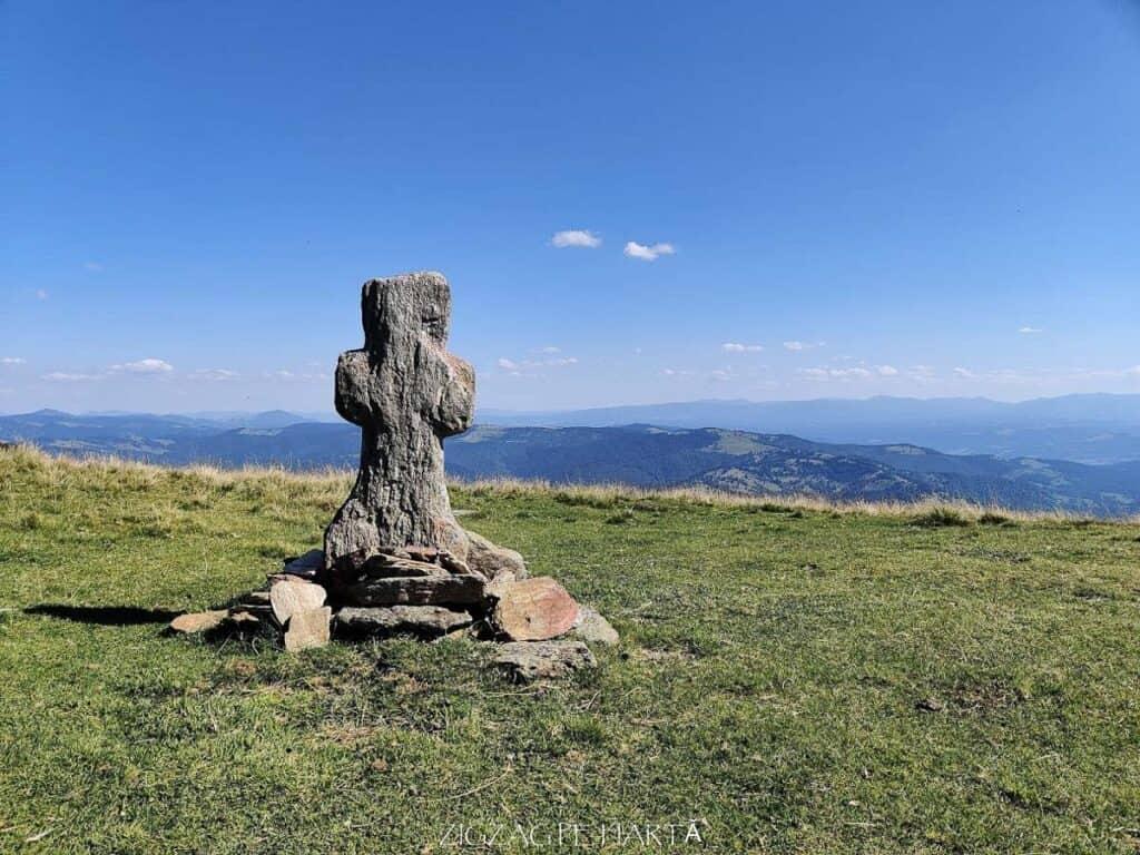 Vârful Cobășel (1835m) și Vârful Roșu (2113m) - Blog de calatorii - ZIGZAG PE HARTĂ - IMG 20200830 154407