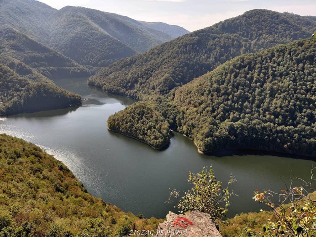 Piatra lui Lucaci din Munții Gilăului - Blog de calatorii - ZIGZAG PE HARTĂ - IMG 20201003 141231
