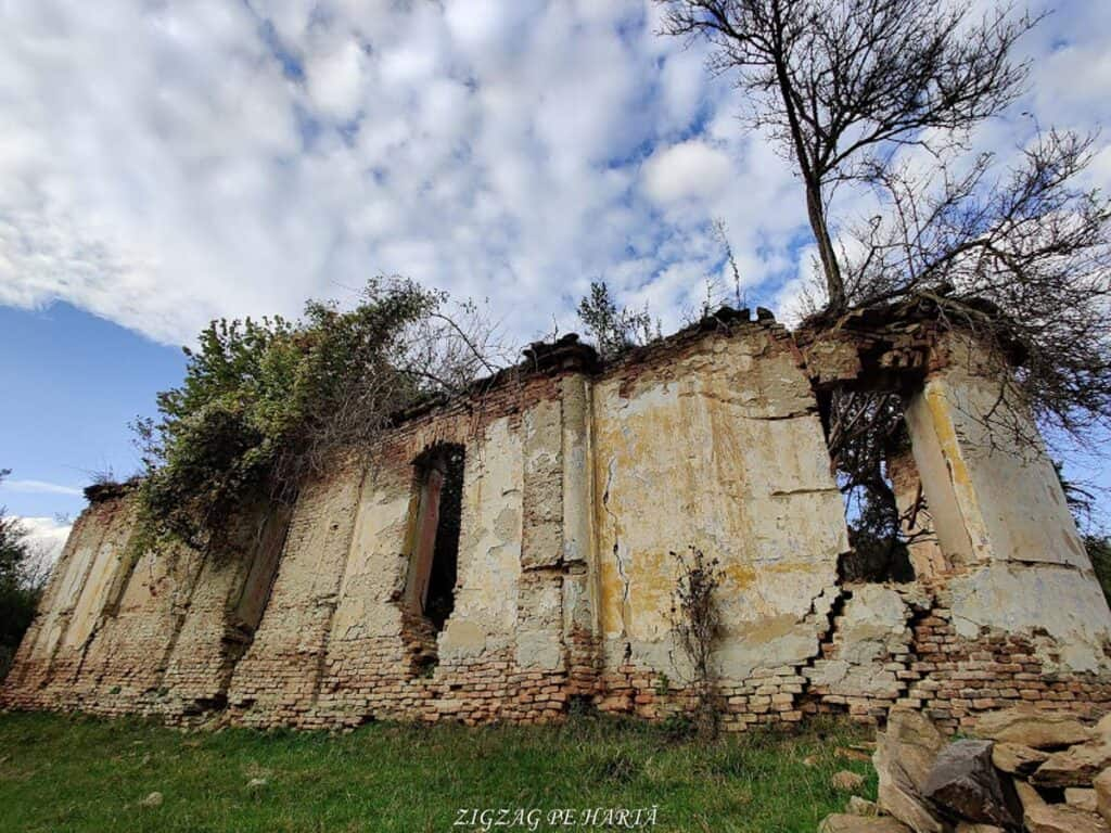 Mighindoala, satul parăsit - Blog de calatorii - ZIGZAG PE HARTĂ - IMG 20201016 164617