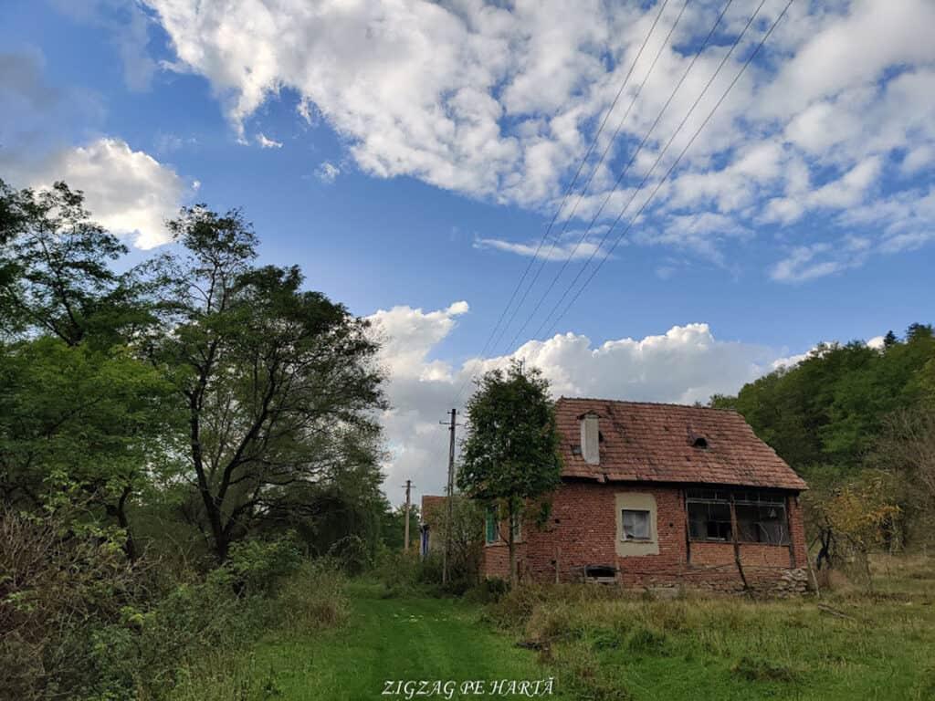 Mighindoala, satul parăsit - Blog de calatorii - ZIGZAG PE HARTĂ - IMG 20201016 165810
