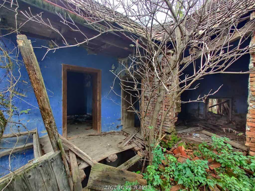 Mighindoala, satul parăsit - Blog de calatorii - ZIGZAG PE HARTĂ - IMG 20201016 165933 01
