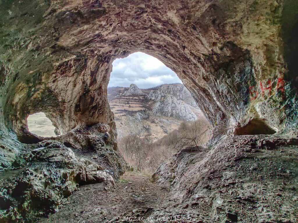 Drumeție pe versantul drept al Cheilor Vălișoarei - Blog de calatorii - ZIGZAG PE HARTĂ - IMG 20210206 115420 01
