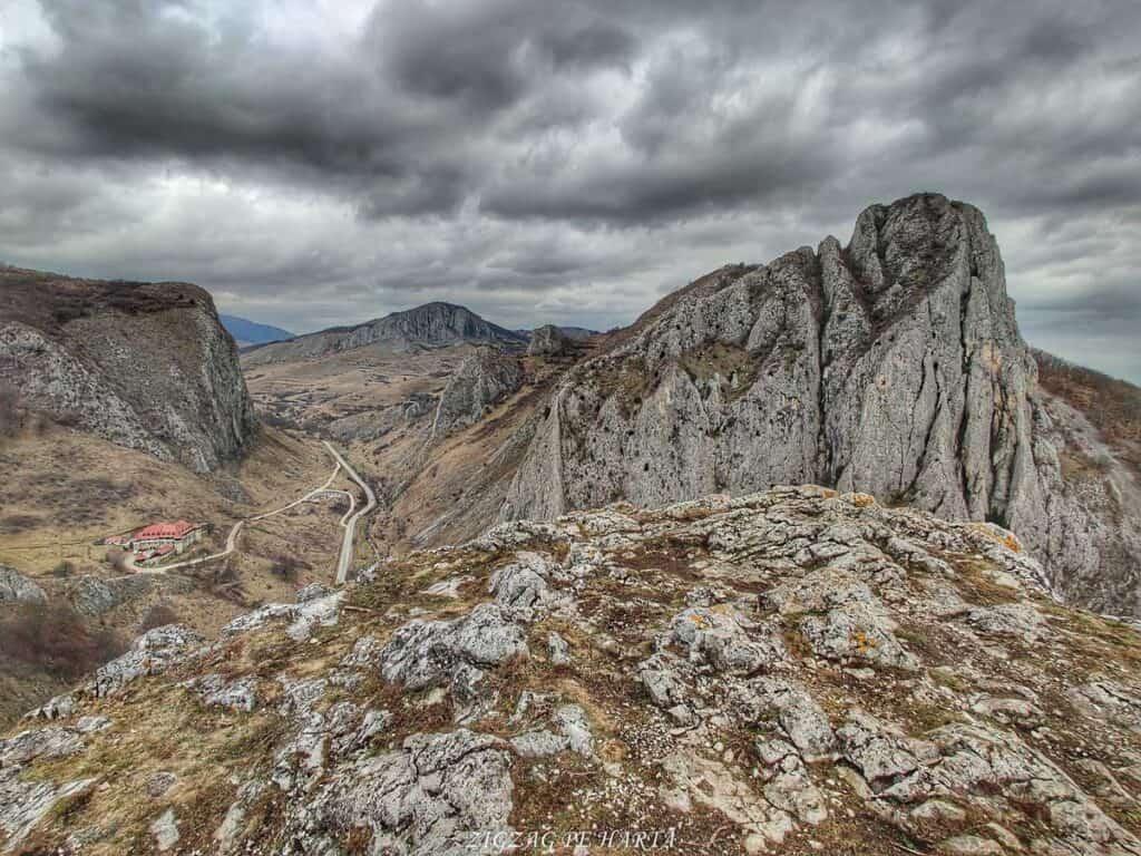 Drumeție pe versantul drept al Cheilor Vălișoarei - Blog de calatorii - ZIGZAG PE HARTĂ - IMG 20210206 140327 01