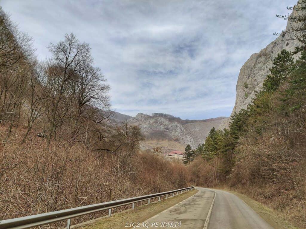 Circuitul versantului stâng din Cheile Vălișoarei și Vârful Data (884 m) - Blog de calatorii - ZIGZAG PE HARTĂ - IMG 20210227 102051 01