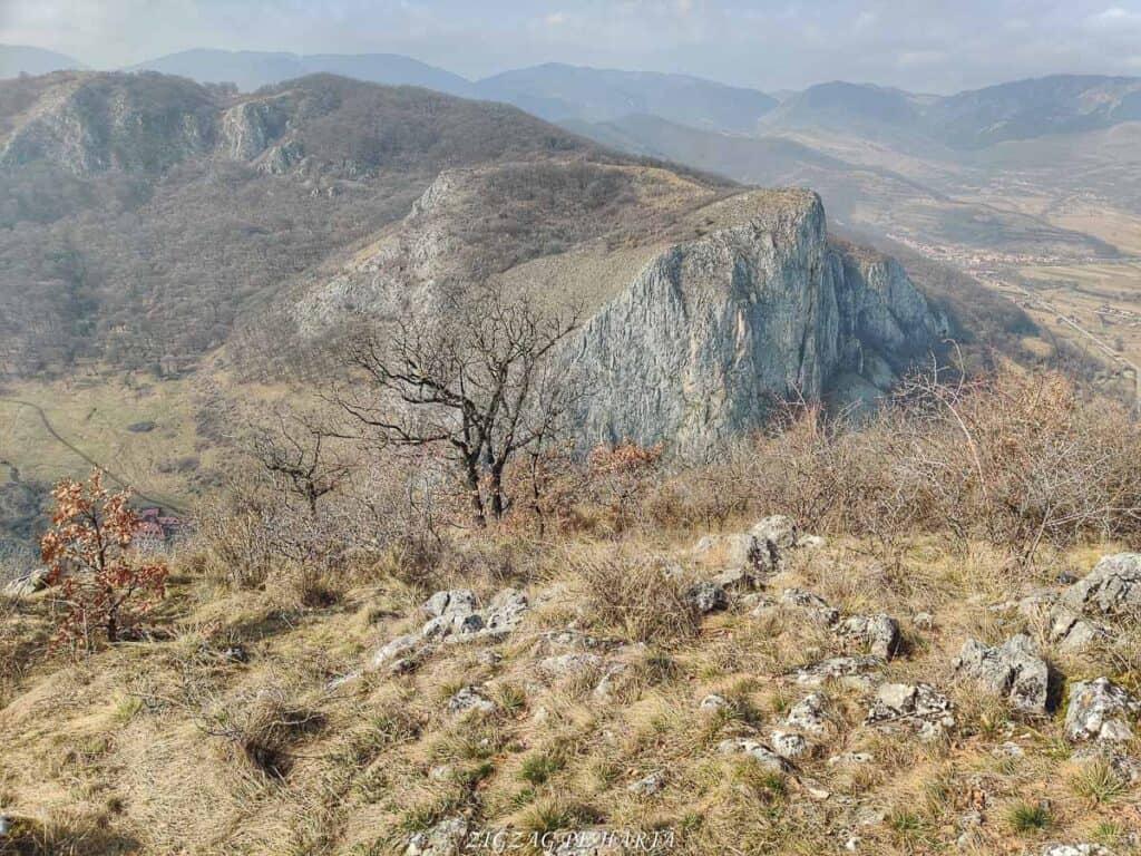 Circuitul versantului stâng din Cheile Vălișoarei și Vârful Data (884 m) - Blog de calatorii - ZIGZAG PE HARTĂ - IMG 20210227 113848 01