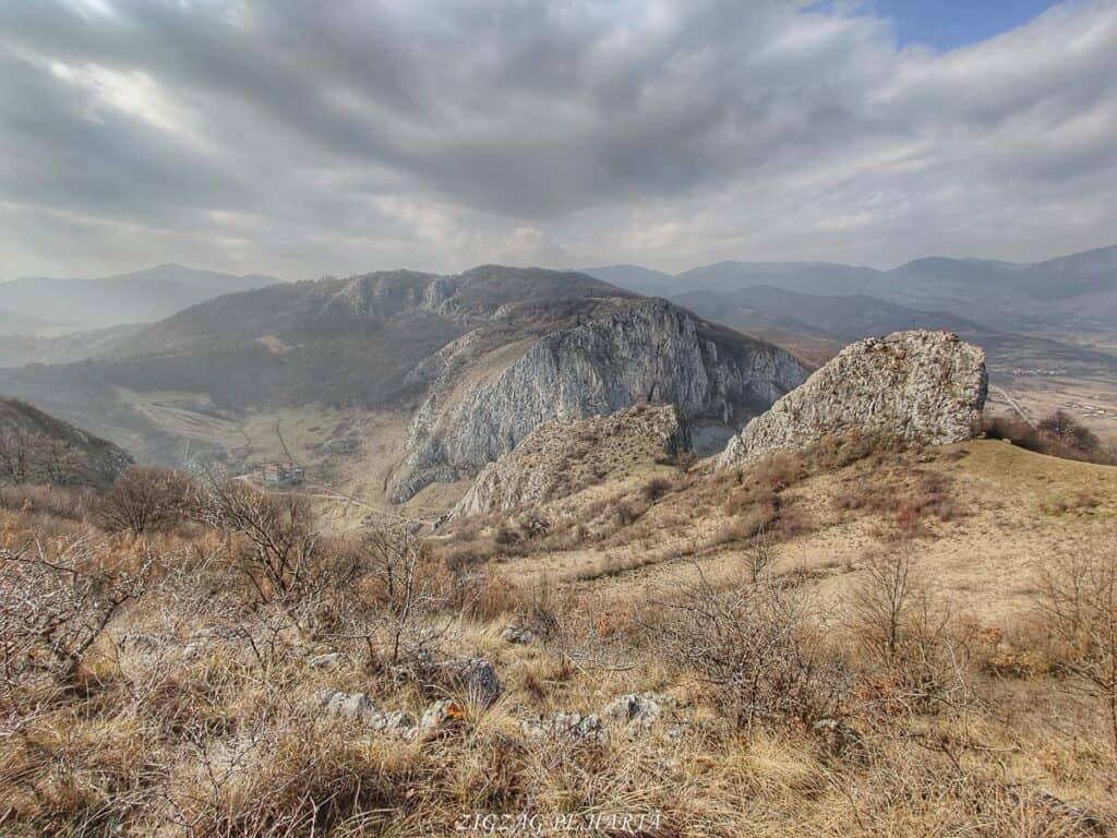 Circuitul versantului stâng din Cheile Vălișoarei și Vârful Data (884 m) - Blog de calatorii - ZIGZAG PE HARTĂ - IMG 20210227 115537 01