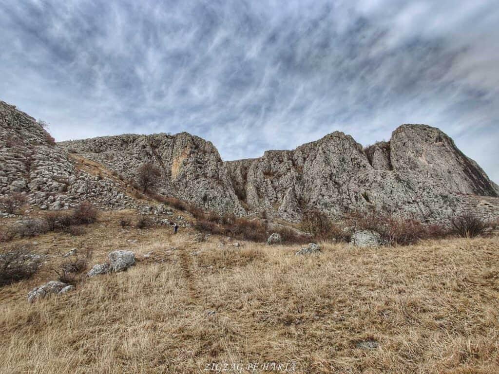 Circuitul versantului stâng din Cheile Vălișoarei și Vârful Data (884 m) - Blog de calatorii - ZIGZAG PE HARTĂ - IMG 20210227 143017 01