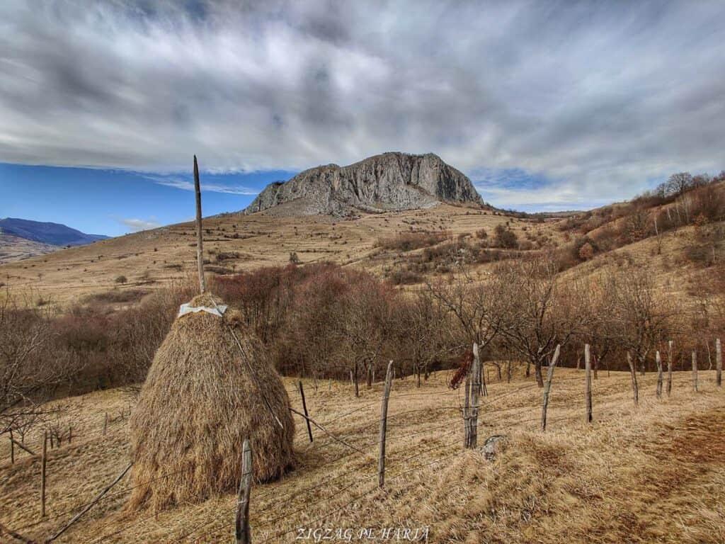 Circuitul versantului stâng din Cheile Vălișoarei și Vârful Data (884 m) - Blog de calatorii - ZIGZAG PE HARTĂ - IMG 20210227 145319 01