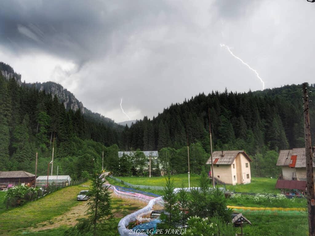 Cascada 7 izvoare, Lacul Scropoasa și Cheile Zănoagei - Blog de calatorii - ZIGZAG PE HARTĂ - OI000324 01
