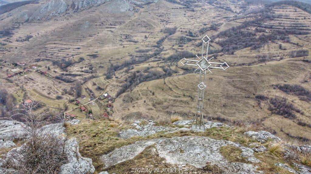 Drumeție pe versantul drept al Cheilor Vălișoarei - Blog de calatorii - ZIGZAG PE HARTĂ - Photo 6554120 DJI 520 jpg 4041153 0 2021261314 photo original 01