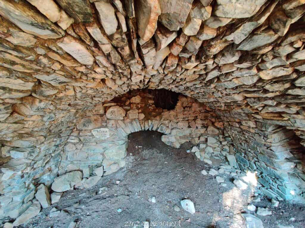 Vârful Berț și vârful Chișberț, traseu pe la minele de fier medievale de la Rimetea - Blog de calatorii - ZIGZAG PE HARTĂ - IMG 20210102 103629
