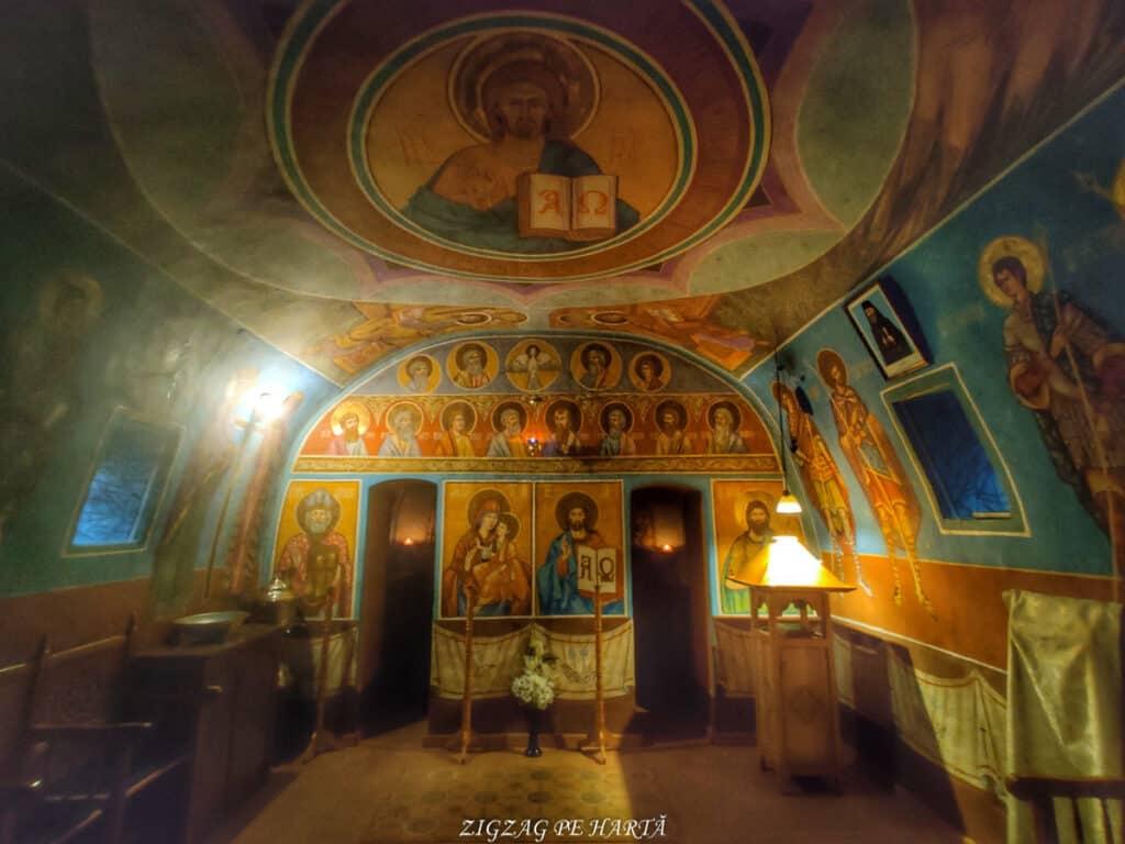 """Mănăstirea """"Sfânta Treime"""" Măgina, construită înainte de anul 1570 - Blog de calatorii - ZIGZAG PE HARTĂ - IMG 20210206 162508 01"""