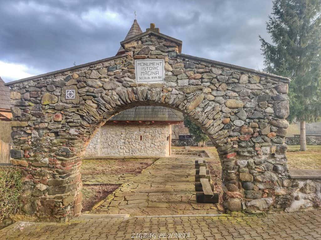 """Mănăstirea """"Sfânta Treime"""" Măgina, construită înainte de anul 1570 - Blog de calatorii - ZIGZAG PE HARTĂ - IMG 20210206 163652 01"""