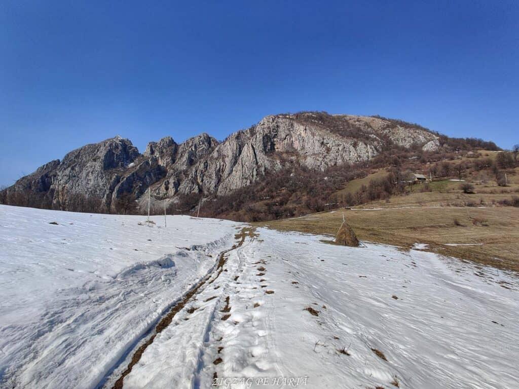 Piatra Cetii 1233m - Blog de calatorii - ZIGZAG PE HARTĂ - IMG 20210327 121811 01
