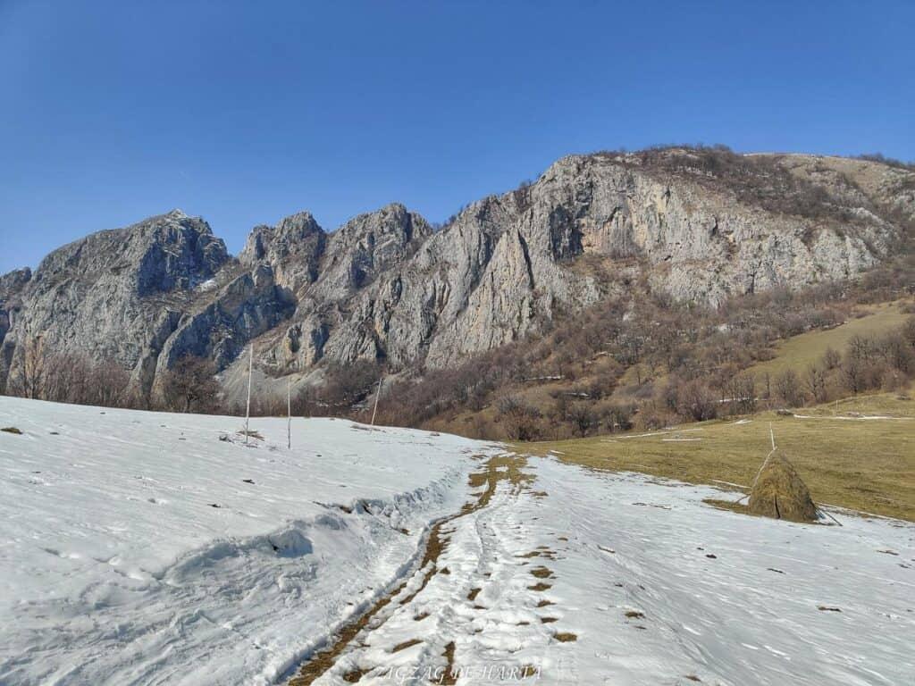 Piatra Cetii 1233m - Blog de calatorii - ZIGZAG PE HARTĂ - IMG 20210327 121816 01