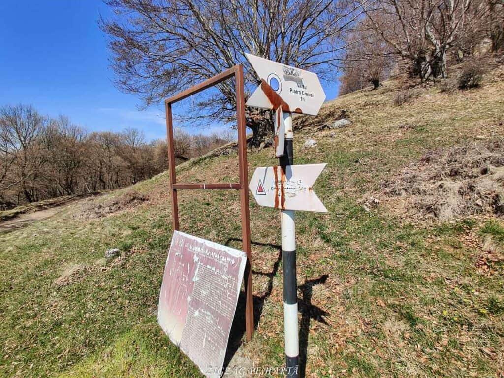 Piatra Craivii, 1083 m - Blog de calatorii - ZIGZAG PE HARTĂ - IMG 20210411 115957 01