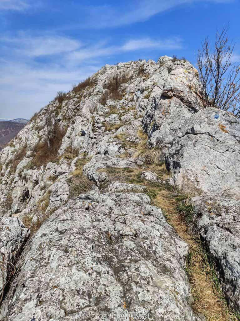 Piatra Craivii, 1083 m - Blog de calatorii - ZIGZAG PE HARTĂ - IMG 20210411 125503 01