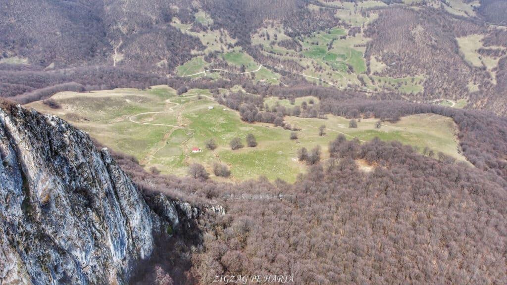 Piatra Craivii, 1083 m - Blog de calatorii - ZIGZAG PE HARTĂ - Photo 6554369 DJI 769 jpg 4043258 0 202141114110 photo original 01