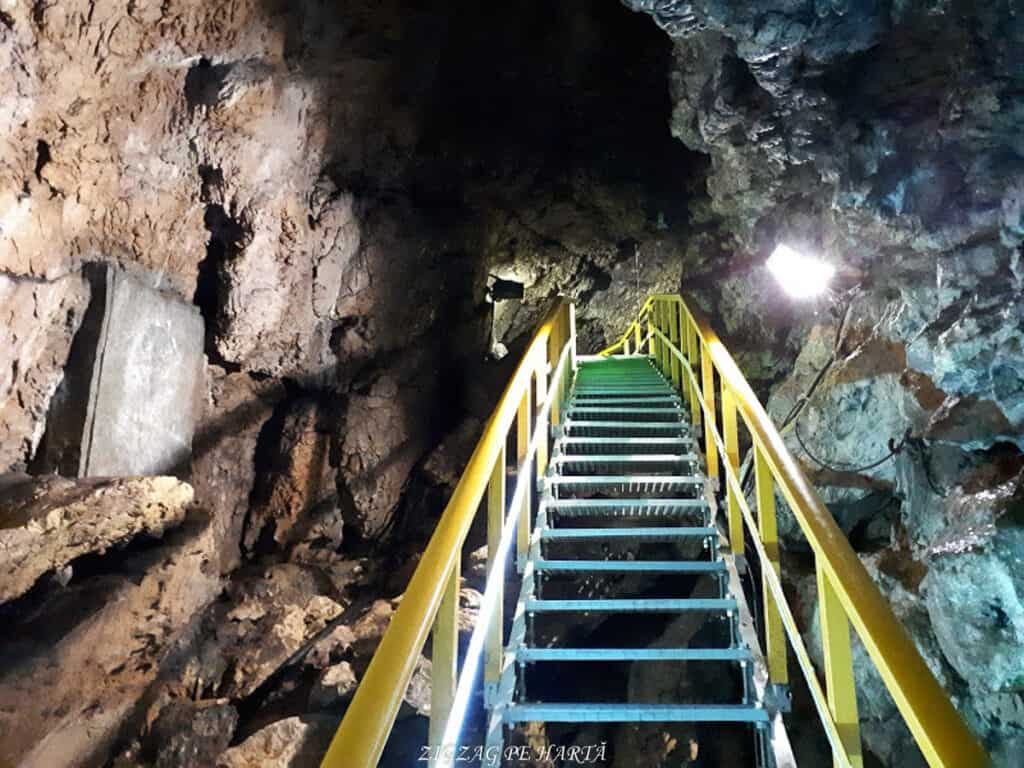 Peștera Ialomiței, un obiectiv turistic spectaculos - Blog de calatorii - ZIGZAG PE HARTĂ - 20190615 142543