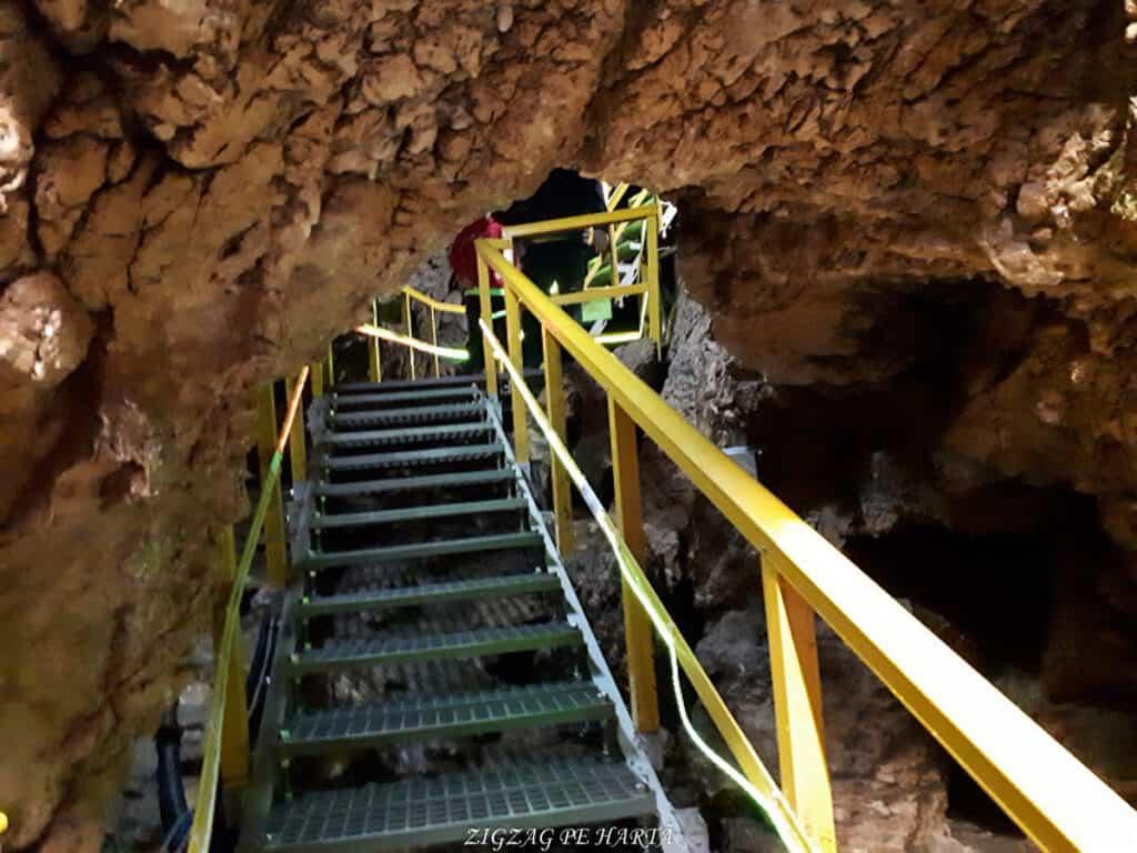 Peștera Ialomiței, un obiectiv turistic spectaculos - Blog de calatorii - ZIGZAG PE HARTĂ - 20190615 142652