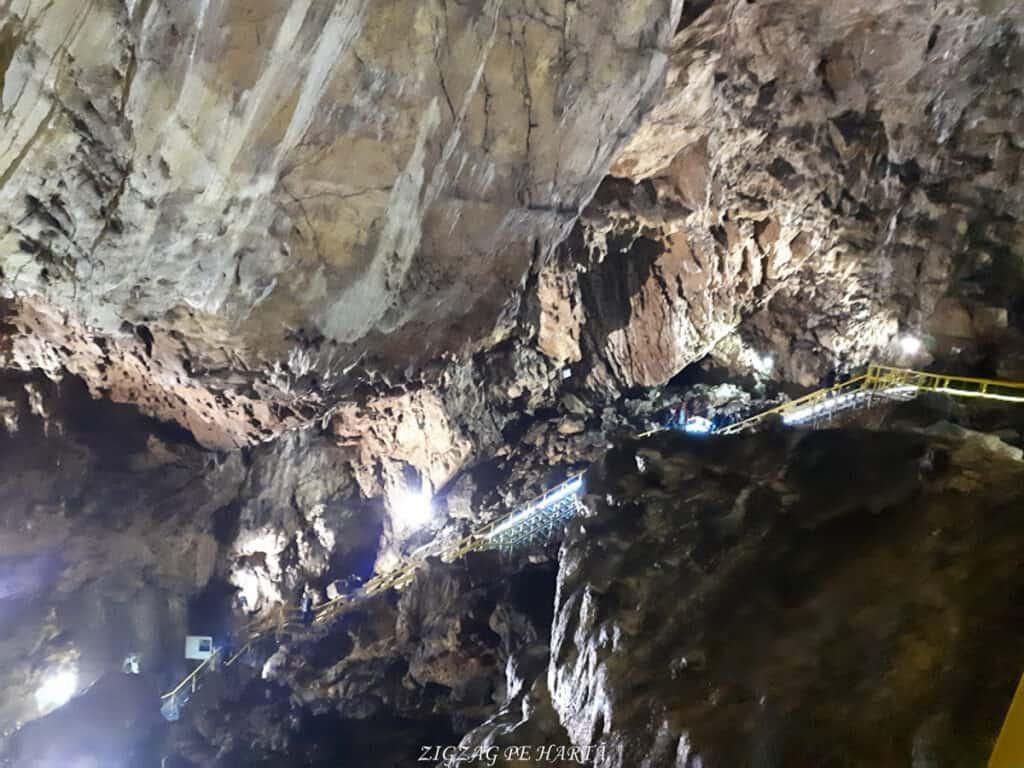 Peștera Ialomiței, un obiectiv turistic spectaculos - Blog de calatorii - ZIGZAG PE HARTĂ - 20190615 143704
