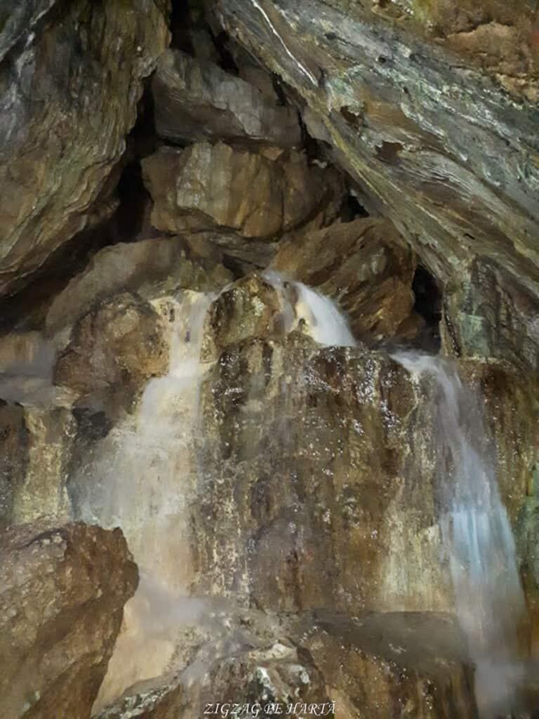 Peștera Ialomiței, un obiectiv turistic spectaculos - Blog de calatorii - ZIGZAG PE HARTĂ - 20190615 145254