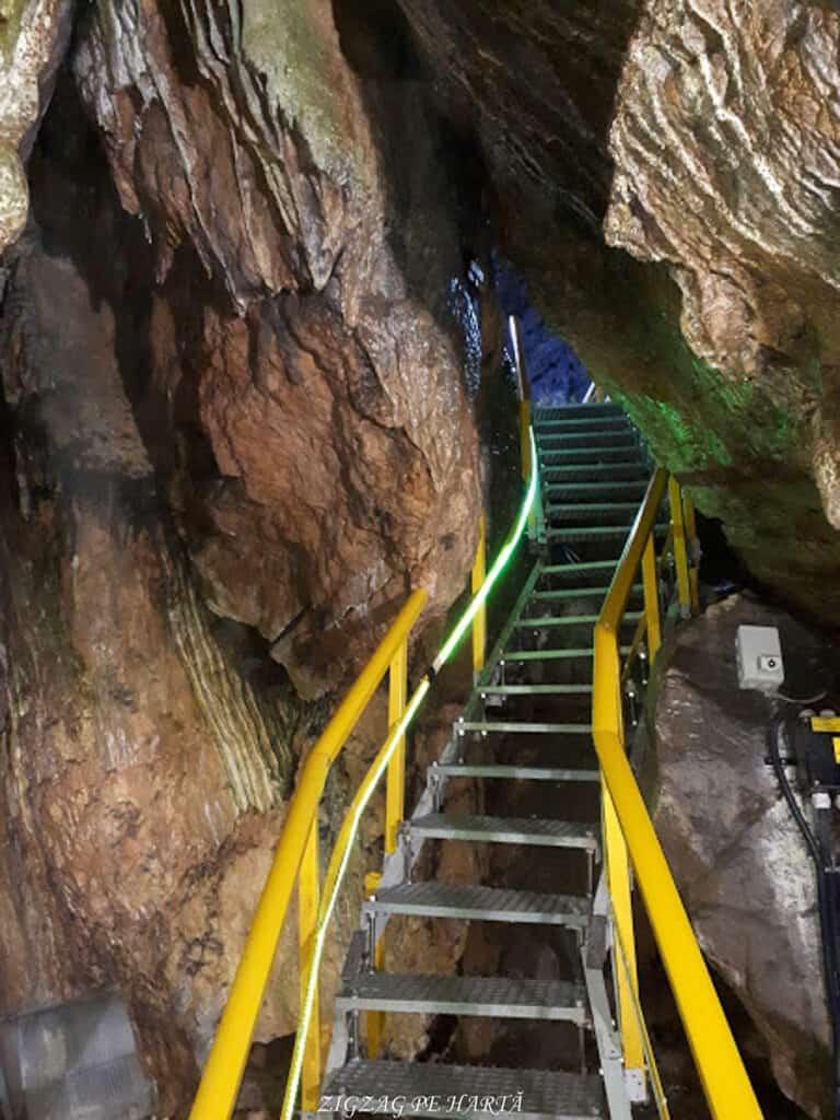 Peștera Ialomiței, un obiectiv turistic spectaculos - Blog de calatorii - ZIGZAG PE HARTĂ - 20190615 145403