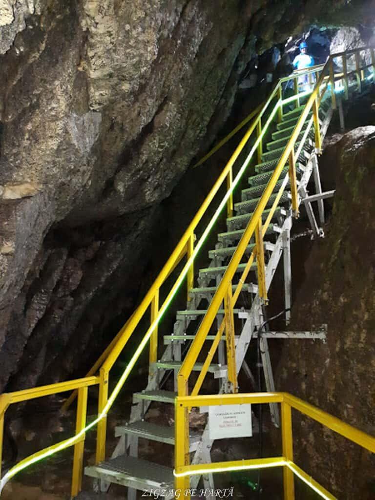 Peștera Ialomiței, un obiectiv turistic spectaculos - Blog de calatorii - ZIGZAG PE HARTĂ - 20190615 145922