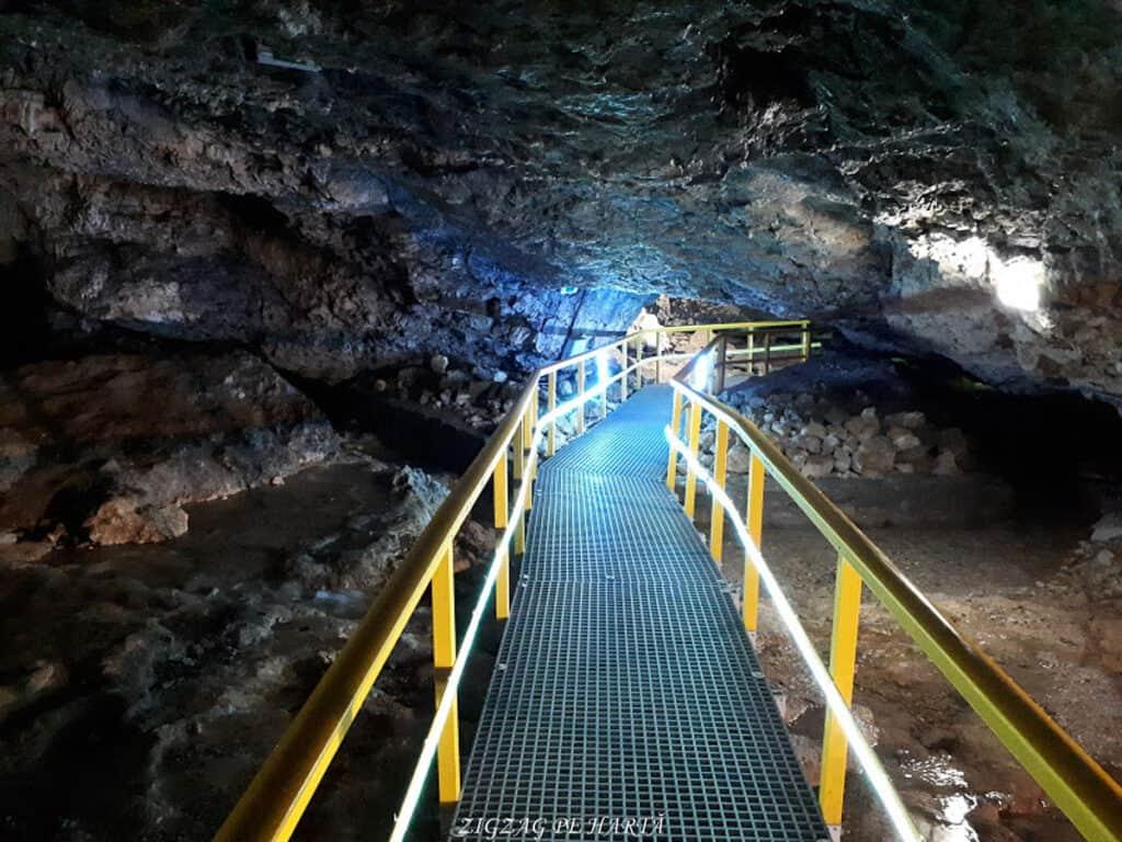 Peștera Ialomiței, un obiectiv turistic spectaculos - Blog de calatorii - ZIGZAG PE HARTĂ - 20190615 150121