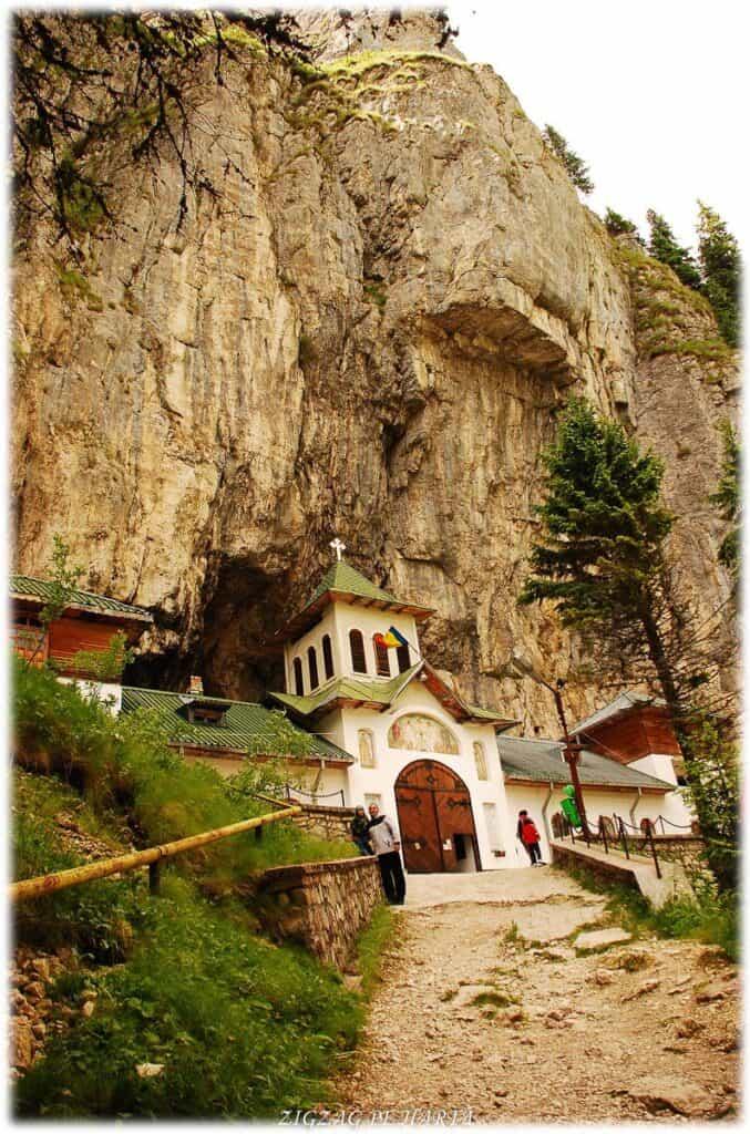 Peștera Ialomiței, un obiectiv turistic spectaculos - Blog de calatorii - ZIGZAG PE HARTĂ - DSC 3437