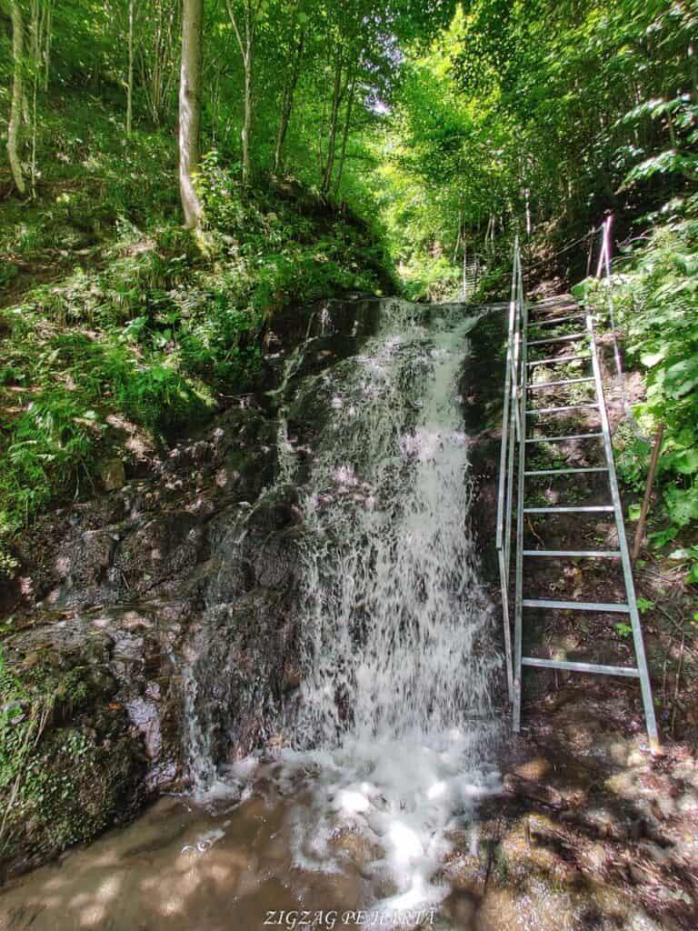 Cascada Cheilor din Valea Cormaia - Blog de calatorii - ZIGZAG PE HARTĂ - IMG 20210627 112433 01